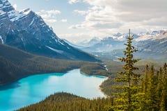 Lago e montagne Fotografie Stock Libere da Diritti