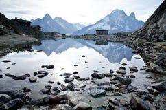 Lago e montagne alpini Fotografia Stock Libera da Diritti