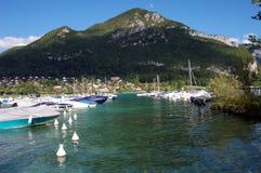 Lago e montagne annecy Fotografia Stock Libera da Diritti