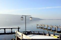 Lago e montagne annecy Immagini Stock