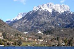 Lago e montagne annecy Immagini Stock Libere da Diritti