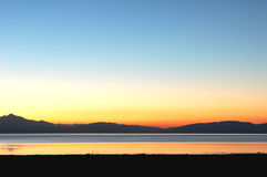 Lago e montagne nel Tibet Fotografia Stock Libera da Diritti