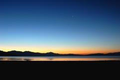 Lago e montagne nel Tibet Fotografie Stock Libere da Diritti