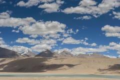 Lago e montagne tso Moriri Immagini Stock Libere da Diritti