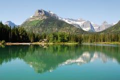Lago e montagne Waterton Fotografie Stock