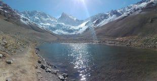 Lago e montanha Imagens de Stock Royalty Free