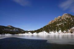 Lago e montanha Imagens de Stock