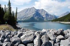 Lago e montanha alpinos Fotografia de Stock Royalty Free