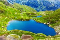 Lago e montanha (lago Capra em Romania) Imagem de Stock