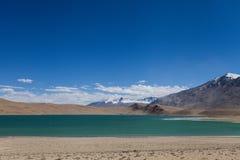 Lago e montanhas Fotos de Stock Royalty Free