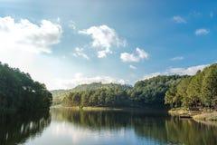 Lago e montanhas Fotografia de Stock