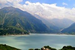 Lago e montanhas Fotos de Stock