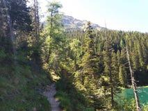 Lago e montanhas bonitos imagens de stock royalty free