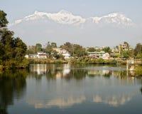 Lago e montanhas Phewa Foto de Stock Royalty Free