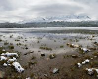 Lago e montanhas winter. Imagem de Stock
