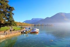 Lago e moutain swan Fotos de Stock Royalty Free