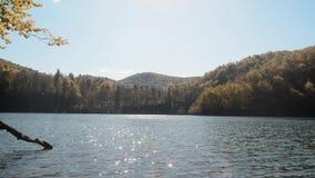 Lago e natura del parco nazionale dei laghi Plitvicka archivi video