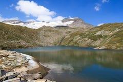 Lago e panorama del ghiacciaio con la montagna Kristallwand, alpi di Hohe Tauern, Austria Immagini Stock Libere da Diritti
