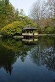 Lago e pavilhão Imagem de Stock Royalty Free