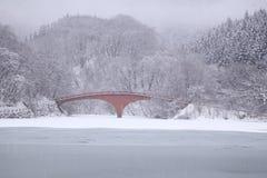 Lago e ponte congelados Foto de Stock