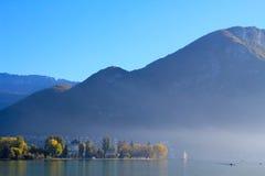 Lago e a queda Fotos de Stock Royalty Free