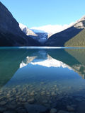 Lago e reflexão mountain de Rockie Imagem de Stock