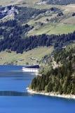Lago e represa foto de stock