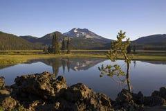Lago e riflessione mountain Fotografia Stock Libera da Diritti