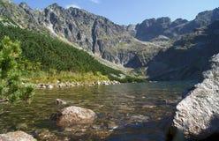 Lago e rocce Immagini Stock Libere da Diritti
