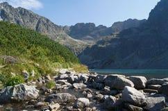 Lago e roccia Immagini Stock Libere da Diritti