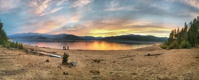 Lago e tramonto panasonic Immagini Stock
