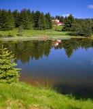 Lago e una villa Immagini Stock Libere da Diritti