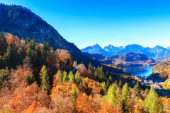 Lago e vista mountain alle alpi bavaresi Fotografie Stock Libere da Diritti