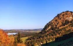 Lago e vista mountain alle alpi bavaresi Fotografia Stock