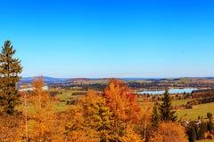 Lago e vista mountain alle alpi bavaresi Immagini Stock Libere da Diritti