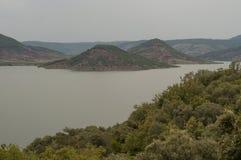Lago e vulcani Salagou immagine stock libera da diritti