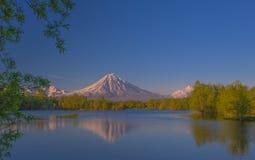 Lago e vulcano Fotografia Stock Libera da Diritti