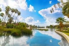 Lago echo Park a Los Angeles sotto un cielo nuvoloso immagini stock libere da diritti
