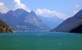 Lago ed alpi svizzeri Immagini Stock Libere da Diritti