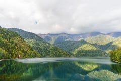 Lago ed arcobaleno mountain Fotografia Stock