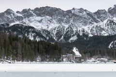 Lago Eibsee en invierno Foto de archivo