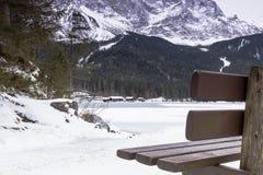 Lago Eibsee en invierno Imagenes de archivo
