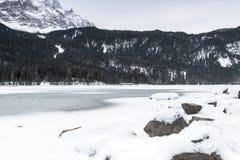 Lago Eibsee en invierno Fotos de archivo libres de regalías