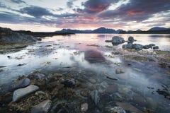 Lago Eishort y montañas en la isla de Skye Foto de archivo libre de regalías