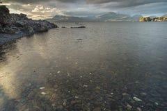 Lago Eishort y montañas en la isla de Skye Fotografía de archivo