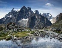 Lago em cumes franceses, Ecrins mountain, França. foto de stock royalty free