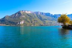 Lago em França perto da cidade de Annecy. Imagens de Stock Royalty Free