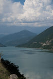 Lago em montanhas de Cáucaso. Imagens de Stock Royalty Free