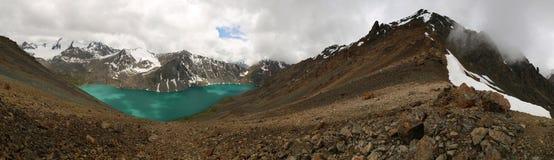 Lago em Quirguizistão, montanhas Alakol de Tian Shan Imagem de Stock