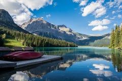 Lago emerald no parque nacional de Yoho imagem de stock